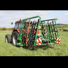 Herse de prairie mixte 6 m avec semoir et repliage hydraulique