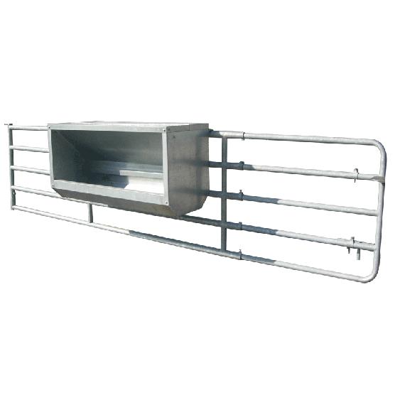 Nourrisseur à veaux galvanisé sur barrière, largeur 2,5 m