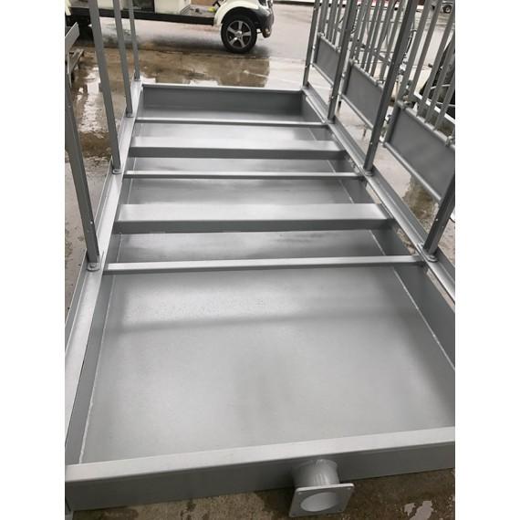 Bac de rétention pour box à veaux 5 places sur roues avec toit isolé + bardage isolé 40 mm et paroi PVC