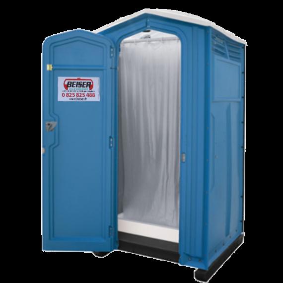 Cabine de douche avec eau chaude