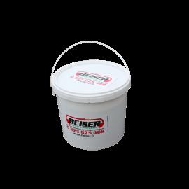 Ice-control salt in 10 kg bucket