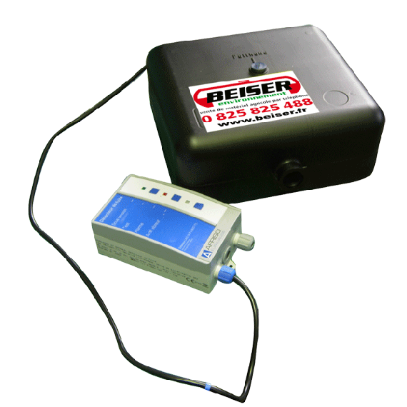Leakage detector for double wall tank