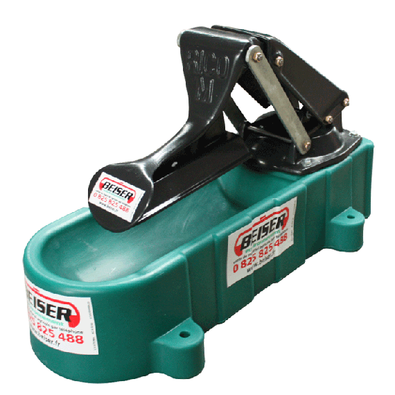 Pasture diaphragm pump with polyethylene tray