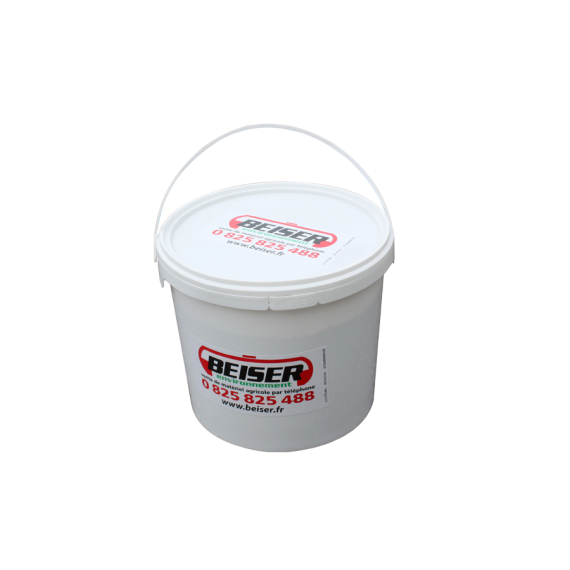 Ice-control salt in 10 kg bucket